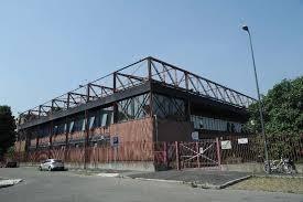 Incendio al centro sportivo di via Iseo. Il Comune: è stato un vagabondo