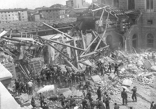 Milano non dimentica la strage di Bologna. Il sindaco Pisapia commemora le vittime